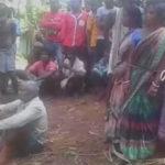 Mujeres acusadas de brujería son atadas a un árbol y golpeadas en la India