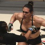 VÍDEO:  Luchadora brasileña muestra en el pesaje 12 kilos de sobrepeso, y su rival se enfurece