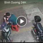 Increíble Vídeo: Roba el móvil a un joven sin bajarse de la moto y sin parar.