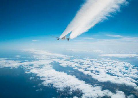 Estelas de aviones contaminan más que el dióxido de carbono