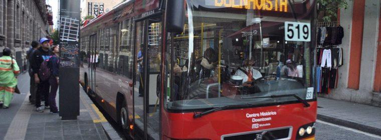 Intentó robar un autobús dónde viajaba su madre | Lo bajó a chancletazos
